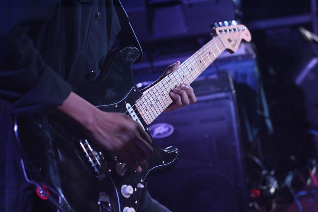 ギター初心者が中級者になるにはどのくらい練習すればいいのか